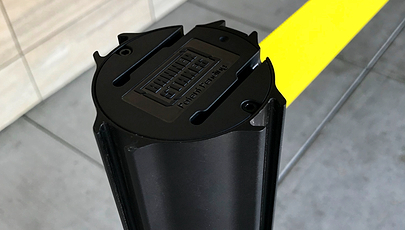 close up image of retractable barrier head